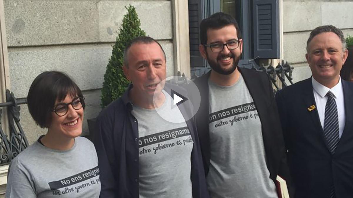 Los diputados de Compromis llevan camiseta reivindicativa al Congreso.