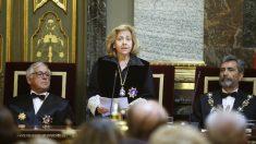 La fiscal general del Estado, Consuelo Madrigal, en presencia del presidente del Tribunal y del Consejo General del Poder Judicial, Carlos Lesmes. (Foto: EFE)