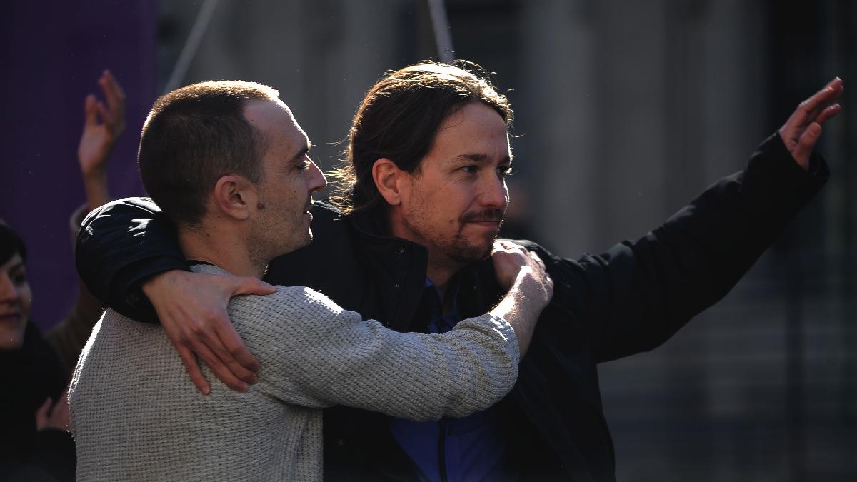 Pablo Iglesias con Luis Alegre, hasta ahora nº1 del partido en la Comunidad de Madrid. (Foto: AFP)