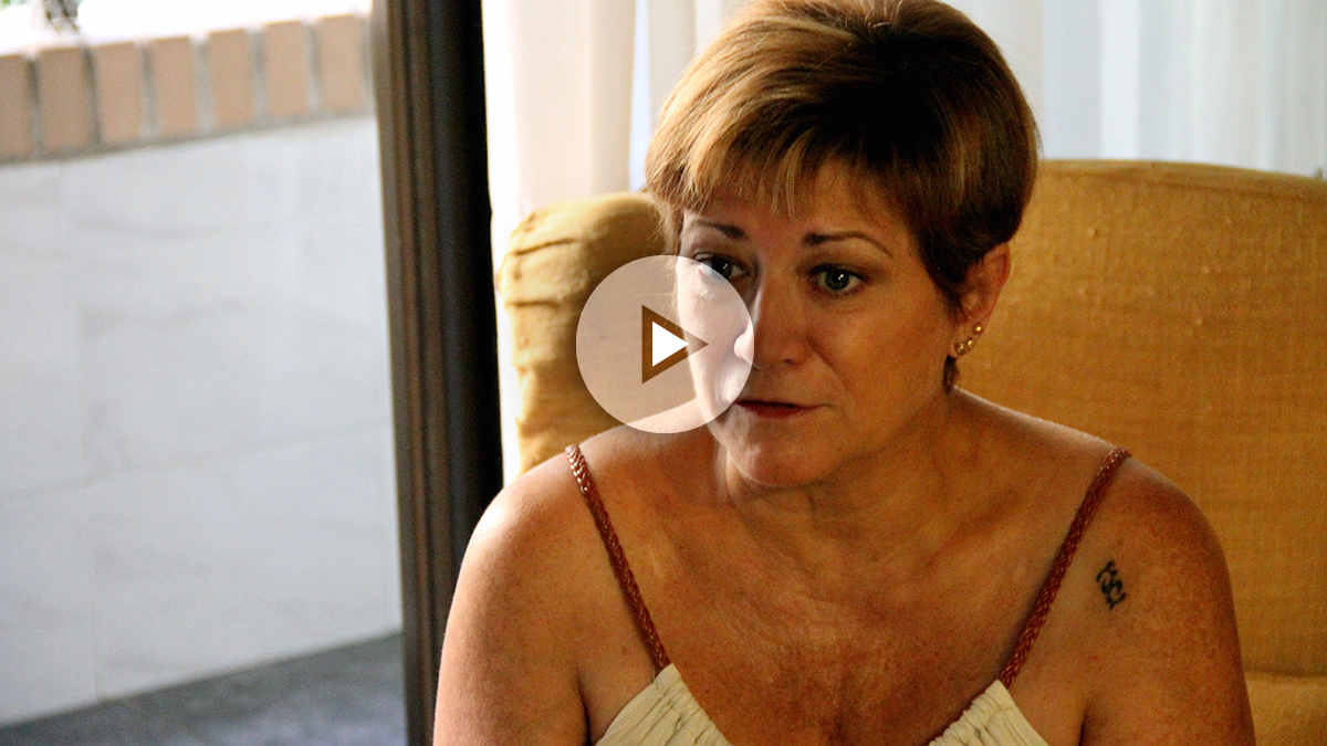 Isabel de la Fuente, madre de una de las víctimas del Madrid Arena, durante una entrevista con OKDIARIO.