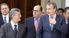 Henry Ramos Allup y José Luis Rodríguez Zapatero. (Foto: AFP)