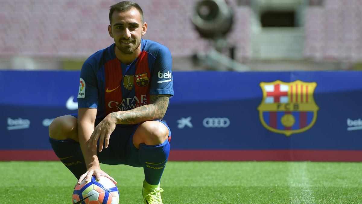 Paco Alcácer, presentado con el Barça. (AFP)