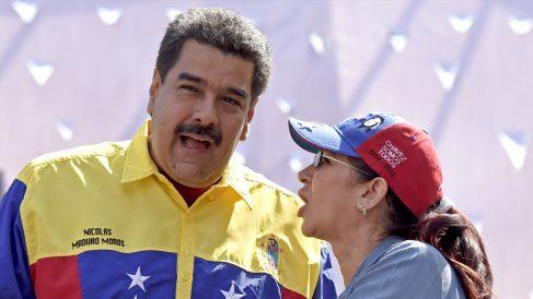 Nicolás Maduro y su mujer, Cilia Flores. (Foto: AFP)