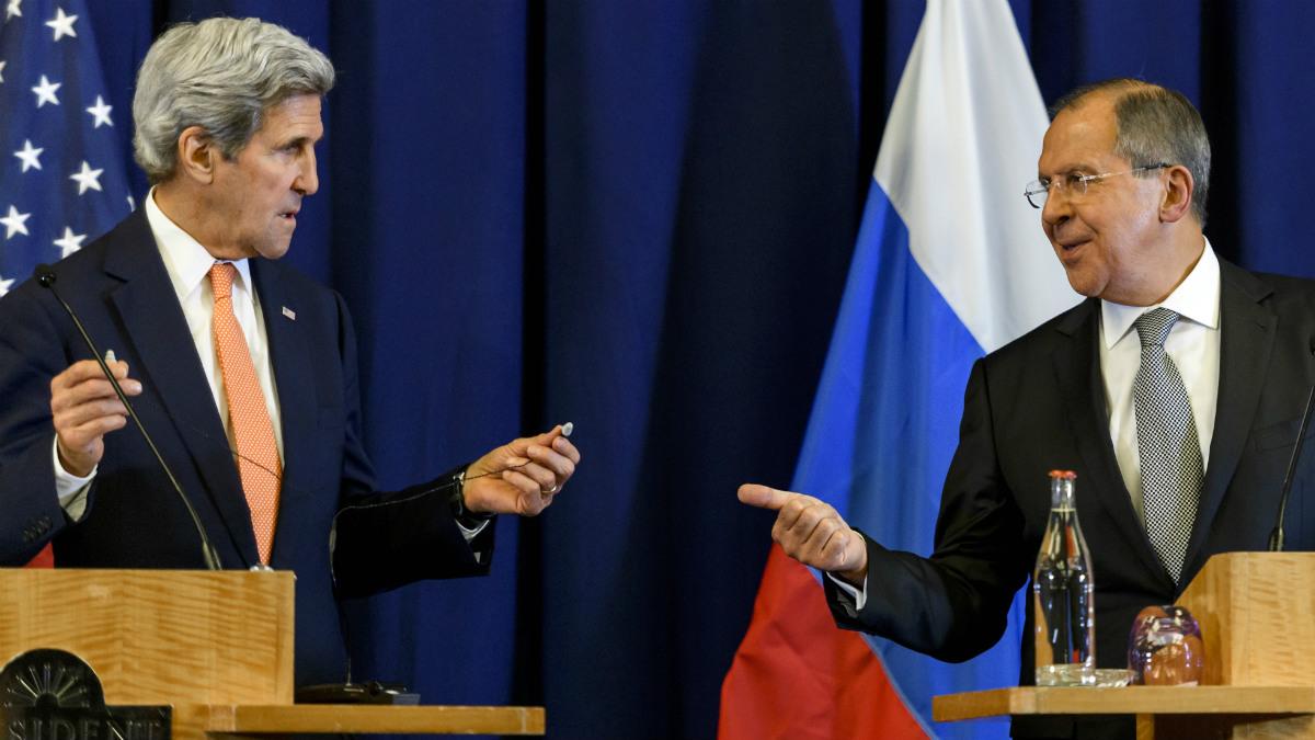 John Kerry y Sergei Lavrov, en la presentación del acuerdo sobre Siria. (AFP)