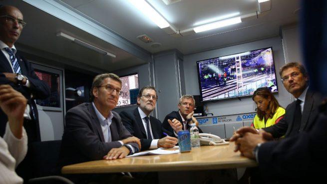 Rajoy, Feijóo y Catalá se reúnen con los equipos de emergencia en el lugar de la tragedia de O Porriño