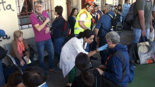 Los heridos de menor gravedad han sido atendidos en los andenes y la cafetería de la estación. (Foto: EFE)