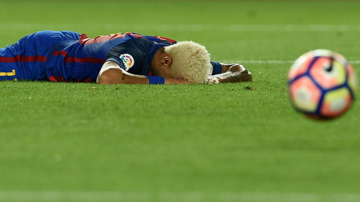 Neymar se lamenta de una ocasión fallada. (AFP)