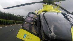 El helicóptero de Trágico llegando a las inmediaciones dle accidente en Guitiriz. (TW)