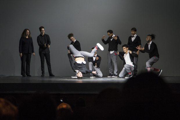 El elenco de 'Red Bull Flying Bach' al final del espectáculo. (PATRICIA NIETO)