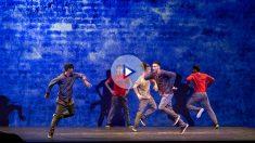 Los bailarines de 'Flying Steps' realizan impresionantes pasos de breakdance a ritmo del compositor clásico Bach en 'Red Bull Flying Bach». (PATRICIA NIETO)