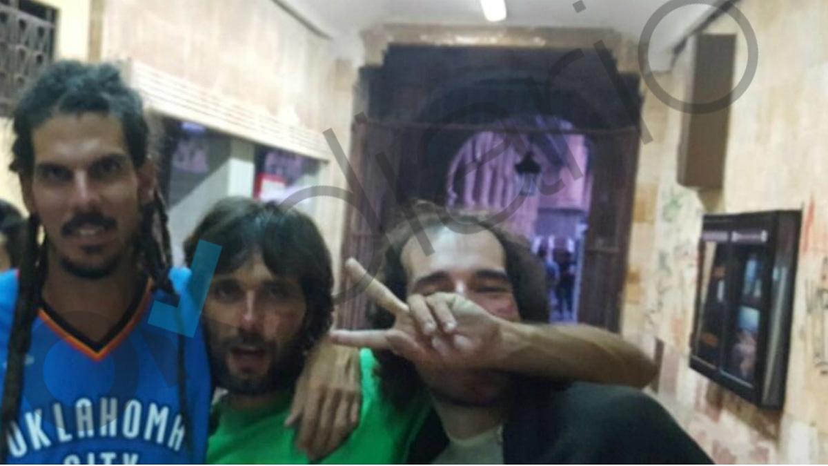 Alberto Rodríguez, diputado de Unidos Podemos, a su salida de un after en Salamanca. (OKD)