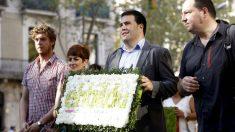 Los dirigentes de EH Bildu Maiorga Ramírez, Barkatxo Ruiz, Jon Iñárritu y Pernando Barrena, en la ofrenda floral de la Diada de Cataluña. (EFE)