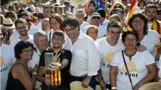 El presidente Puigdemont en Salt (Gerona), durante la marcha independentista. (EFE)