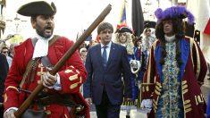 Carles Puigdemont, con los Miquelets, durante la Diada. (EFE)