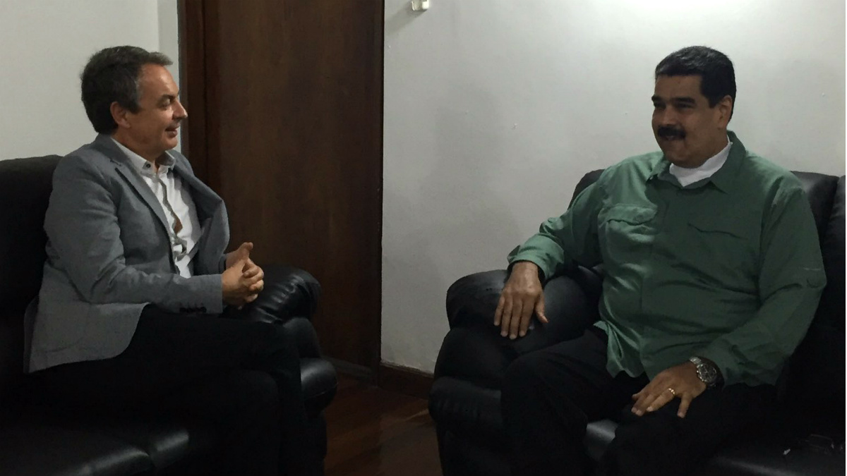 El ex presidente Rodríguez Zapatero, con el dictador venezolano Nicolás Maduro. (TW)