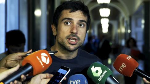 Ramón Espinar (Podemos) en el Senado. (Foto: EFE)