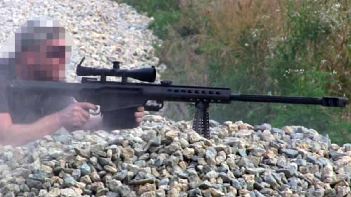 El francotirador, con una Barrett.50 cal, disparó a 1.500 metros de distancia.