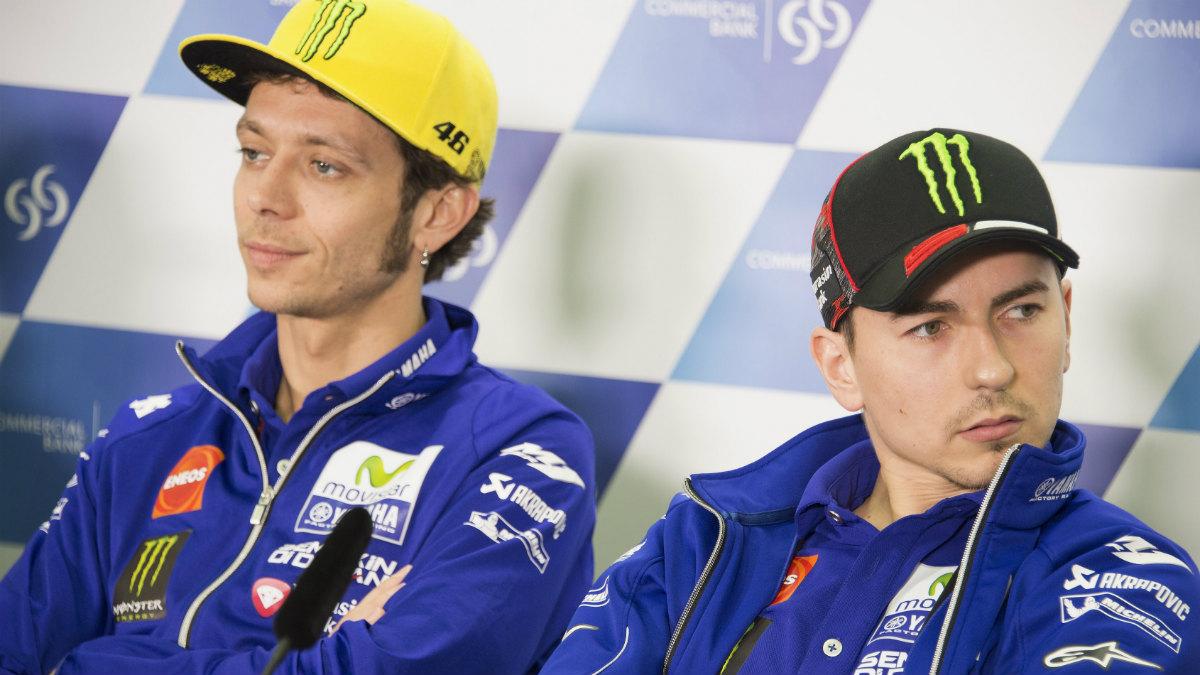 Valentino Rossi, junto a Jorge Lorenzo. (Getty)