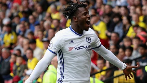 Michy Batshuayi celebra un gol con el Chelsea. (Getty)