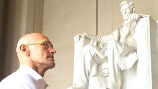 El conseller Raül Romeva, ante el monumento a Lincoln en Washington (Foto: Instagram)