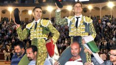 Talavante y El Juli salen a hombros en Albacete (Foto: Efe).