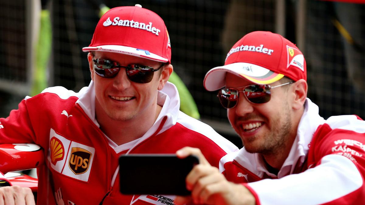 Vettel y Raikkonen se hacen un 'selfie'. (Getty)