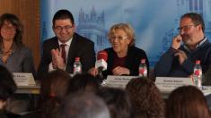 Carlos Sánchez Mato (Economía) con la alcaldesa Manuela Carmena y Javier Barbero (Seguridad). (Foto: Madrid)