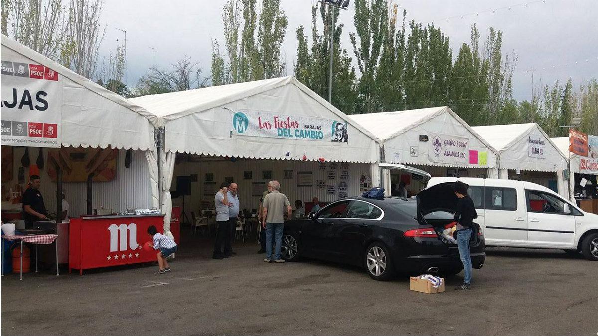 Los suministros en la carpa de Ahora Madrid en Barajas llegan en un Jaguar XE de lujo. (OKD)