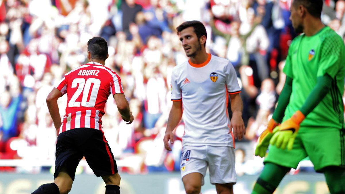 Aduriz tumbó al Valencia con dos goles. (AFP)