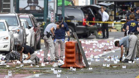 Investigadores en el lugar de la explosión que dejó 29 heridos en Nueva York. (Foto: Reuters)