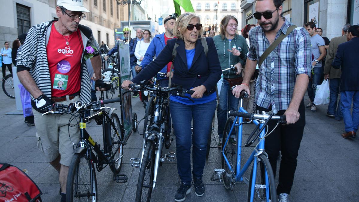 La alcaldesa Carmena en bicicleta. (Foto: AM)