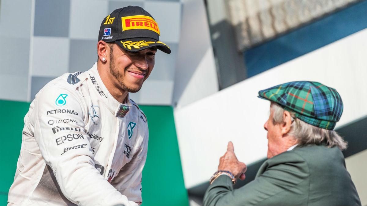 Jackie Stewart cree que la vida que lleva fuera de los circuitos Lewis Hamilton es el motivo de sus bajones de rendimiento. (Getty)