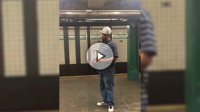 La voz del metro de Nueva York que se ha hecho viral