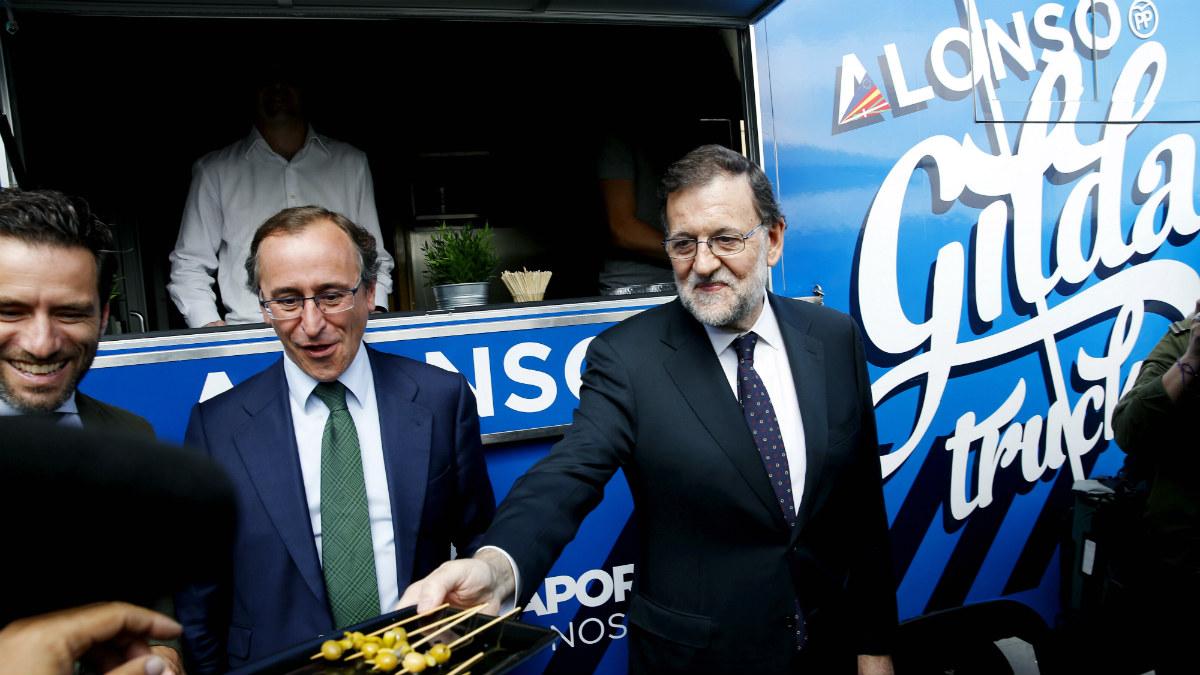 Borja Sémper, Alfonso Alonso y Mariano Rajoy, en San Sebastián. (EFE)