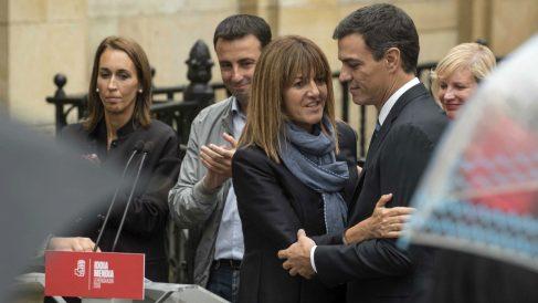 Idoia Mendia y Pedro Sánchez. (EFE)