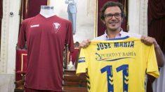 El alcalde Kichi con una camiseta del Cádiz.