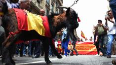 Cabra de La Legión en una manifestación en Barcelona. (Foto: AFP)