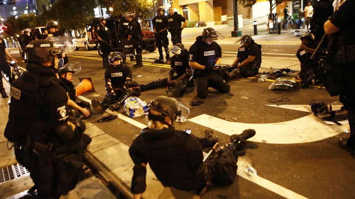16 agentes heridos en dos noches de disturbios. (Foto: AFP)