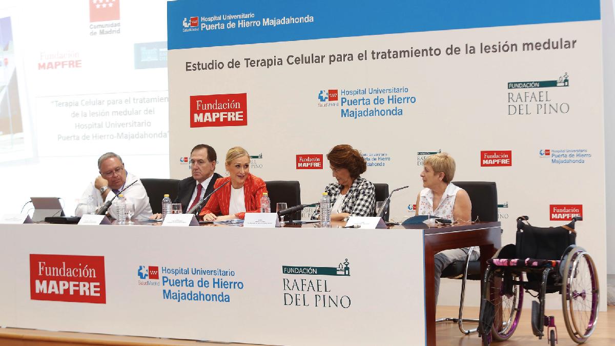 La presidenta regional, Cristina Cifuentes, visitando el hospital público madrileño. (Foto: CAM)