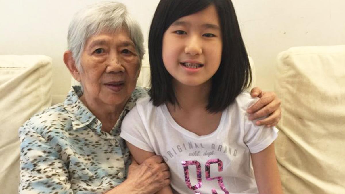 Emma Yang y su abuela.
