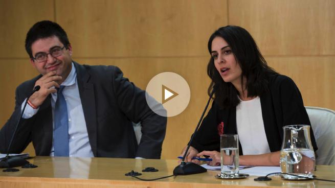 Rita Maestre abandona una rueda de prensa del Ayuntamiento para ir a la Universidad de Podemos