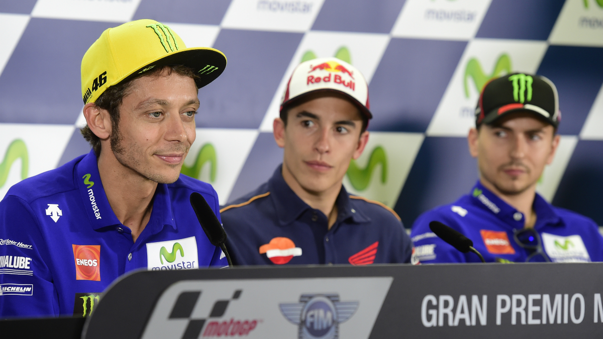 Rossi, Márquez y Lorenzo, en la rueda de prensa previa al GP de Aragón. (AFP)