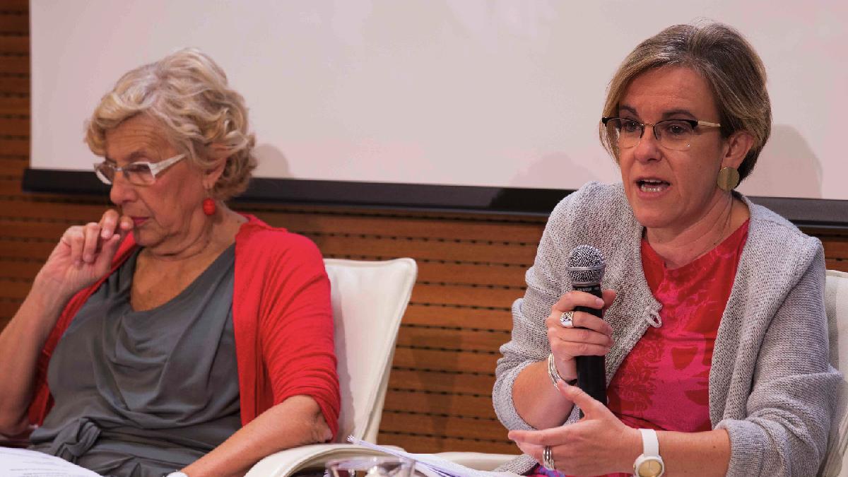 Puri Causapié con la alcaldesa Carmena en el acto sobre prostitución. (Foto: Madrid)