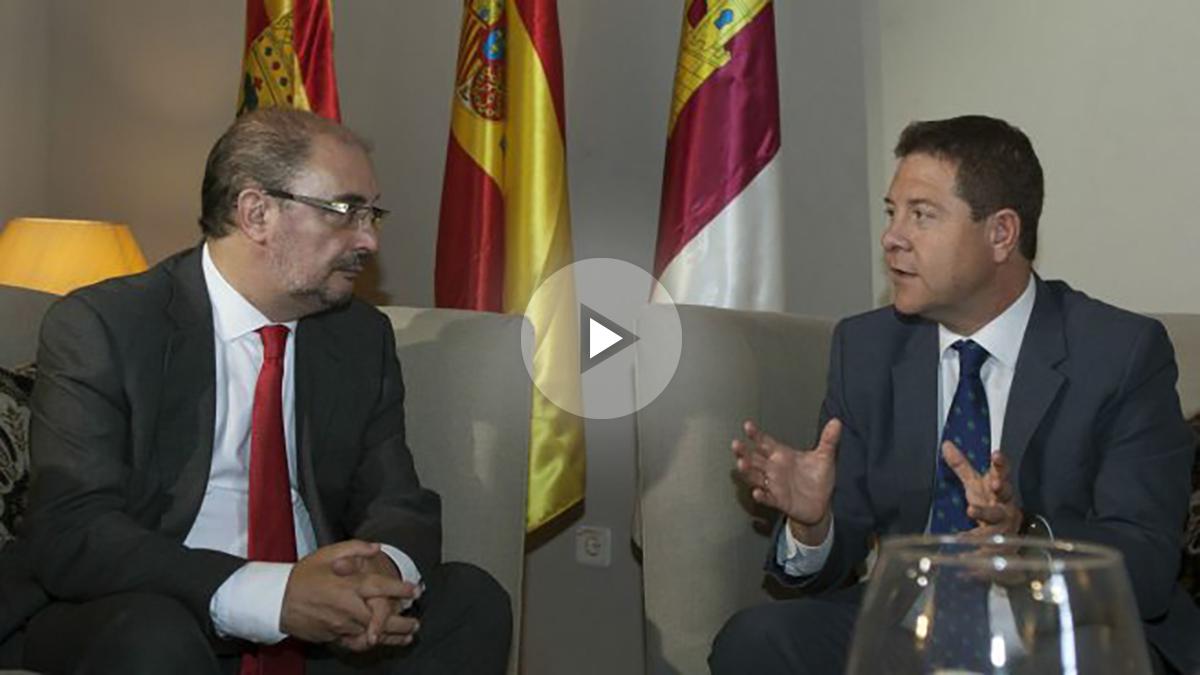 Los presidentes de Castilla La Mancha, Emiliano García-Page (d), y de Aragón, Javier Lambán (FOTO: EFE)