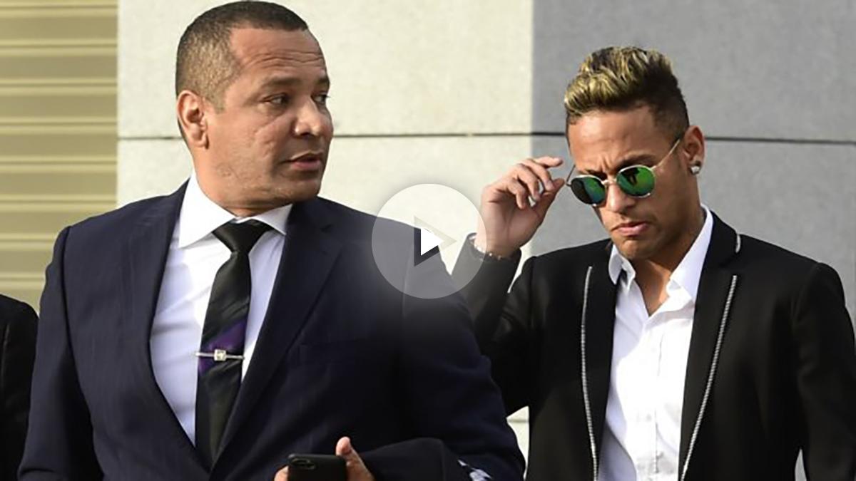 Neymar y su padre en su llegada a la Audiencia Nacional. (AFP)
