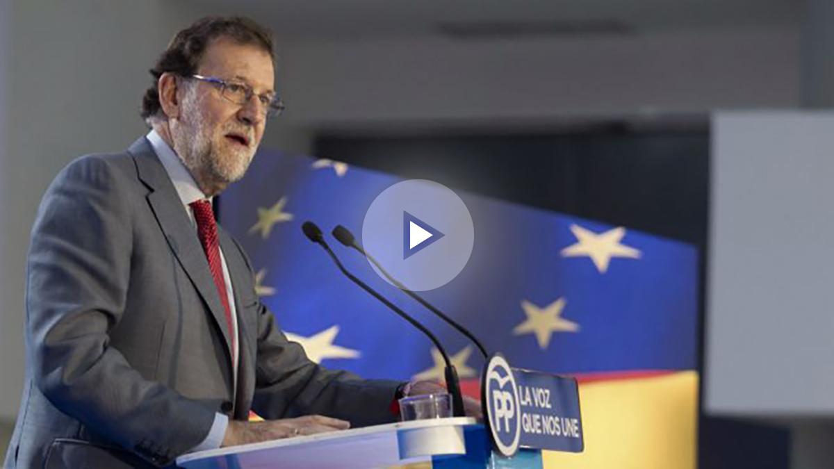 El presidente del Gobierno en funciones, Mariano Rajoy, durante su intervención en el mitin electoral que el PP ha celebrado hoy en Vitoria. (Foto: EFE)
