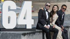 El director de 'I am not Madame Bovary', Feng Xiaogang (izqda), la actriz Fan Bingbing, que se ha llevado la concha de Plata a mejor actriz, y el productor chino Wang Zhonglei. AFP
