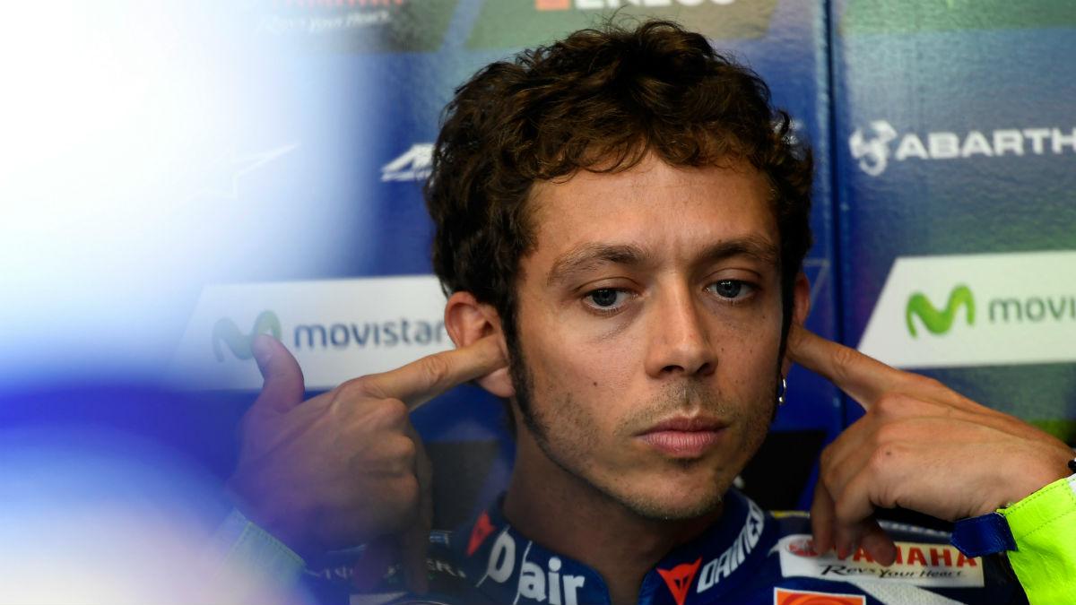 Valentino Rossi, en el box de Yamaha. (Getty)