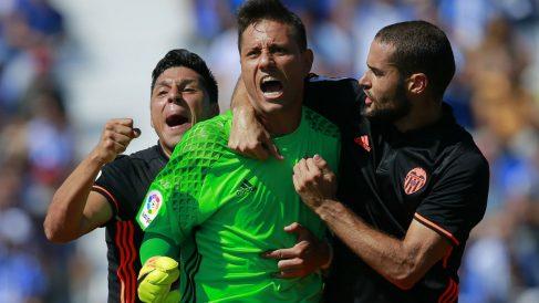 Diego Alves celebra el penalti detenido ante el Leganés. (Getty)