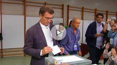 Alberto Núñez Feijóo, votando en Vigo.